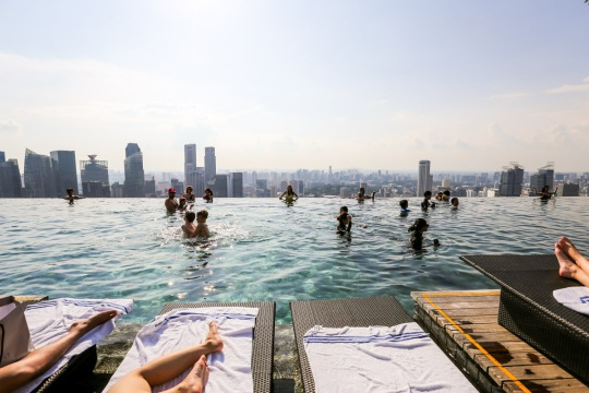 excellent-marina-bay-sands-infinity-largest-roof-infinity-for-singapore-at-marina-bay-sands-hotel-and-singapore-swimming-on_marina-bay-sands-pool.jpg