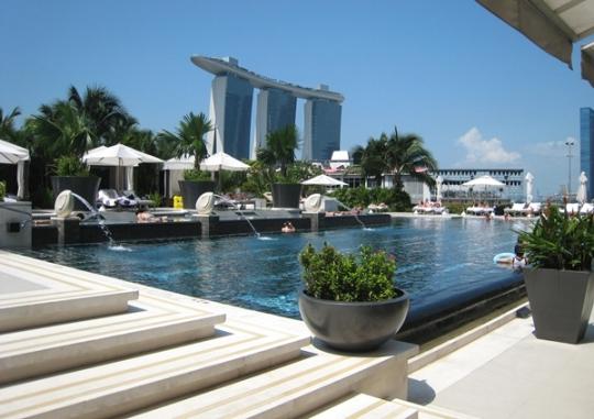 original_Mandarin_Oriental_Singapore_Hotel_Review-Outdoor_Pool.jpg